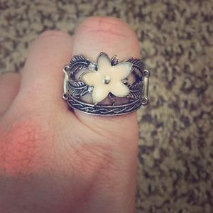 Jewelry - Adorable powder pink flower ring.